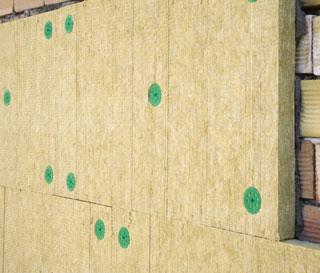 Как крепить базальтовый утеплитель к стене при штукатурном фасаде